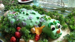 This dragon cake would go great with the Wizard theme